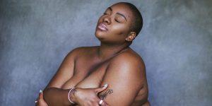 """Instagram cambió su política sobre desnudez y """"apretar senos"""" gracias a esta modelo plus size negra"""