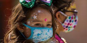 Mis hijos rara vez ven las caras de las personas ahora que todos usan mascarillas. ¿Afectará su desarrollo social?