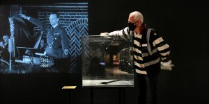 Ladrones roban uniformes y armas nazis valuados en 1.77 millones de dólares de dos museos holandeses