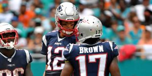 Tom Brady cuida a Antonio Brown en su regreso a la NFL