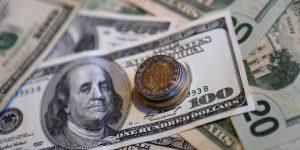 Entre un entorno de volatilidad, el peso avanza frente al dólar en medio de la ajustada contienda electoral en Estados Unidos
