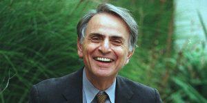 """En honor al cumpleaños de Carl Sagan, estos son los 6 mejores clips de """"Cosmos"""""""