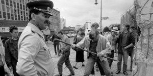 7 personas nos cuentan cómo vivieron la caída del Muro de Berlín, que marcó el inicio del fin de la Guerra Fría