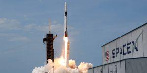 La NASA se asocia con 17 compañías espaciales de Estados Unidos, incluidas SpaceX de Elon Musk y Blue Origin de Jeff Bezos, para desarrollar nueva tecnología 'para la Luna y más allá'