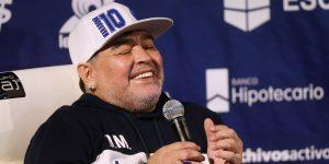 """Maradona """"está entero"""" y recibirá alta médica del hospital donde está internado este miércoles"""