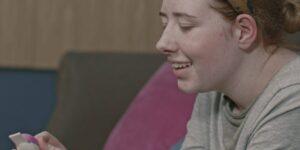 El Royal National Institute of Blind People del Reino Unido ayudó a crear una prueba de embarazo accesible para mujeres con discapacidad visual
