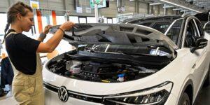 Volkswagen elevó a 86,000 millones de dólares su inversión en autos eléctricos y autónomos