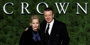 """Gillian Anderson y su pareja, el creador de """"The Crown"""", hicieron un pacto para no hablar de la serie en casa"""