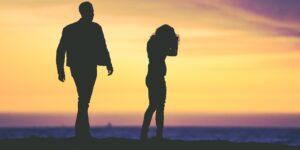 Explicamos todo lo que debes saber acerca del gaslighting, una herramienta de manipulación en las relaciones