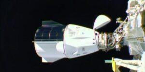 La nave espacial Resilience de SpaceX se acopla de manera autónoma en la ISS con 4 astronautas adentro, un logro histórico para la NASA