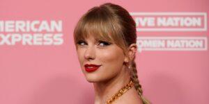"""Taylor Swift dice que el productor Scooter Braun quería silenciarla """"para siempre"""" a cambio de la oportunidad de ofertar por su propio trabajo"""