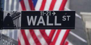 Nada parece frenar las ganancias en el mercado bursátil: la 'escasez' de acciones explica el incremento de su precio en el mercado