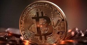 Bitcoin resiste a la inflación y alcanza su precio máximo en el año —se espera que se convierta en un medio masivo de pago
