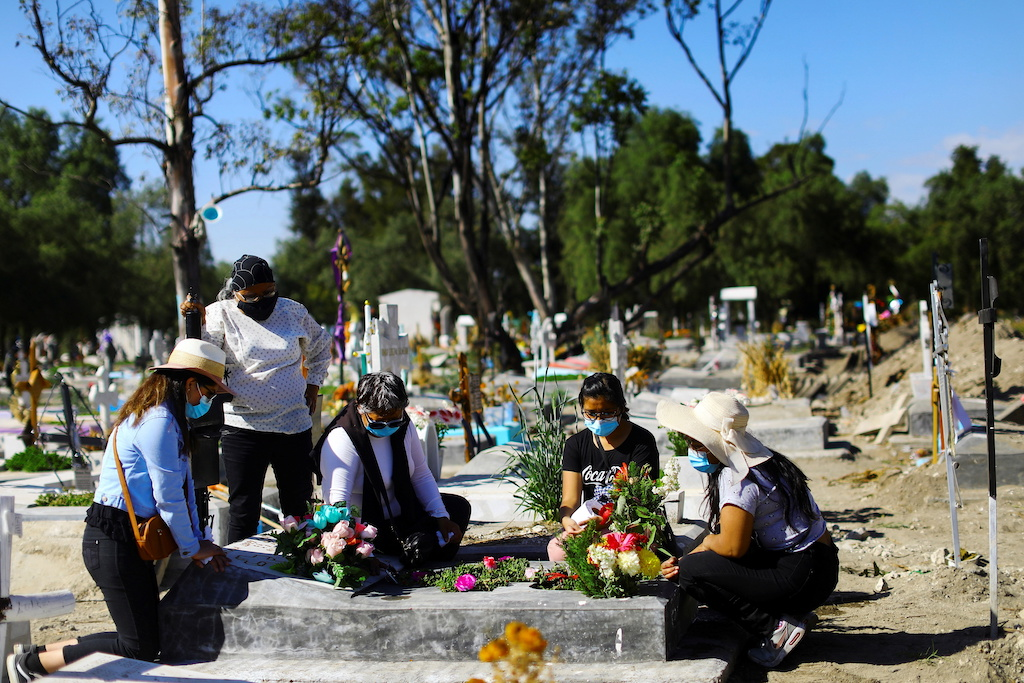 México es el cuarto país en superar los 100,000 muertos por covid.