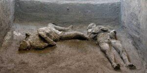 Arqueólogos encuentran en Pompeya los restos de 2 hombres que murieron en la erupción del Vesubio