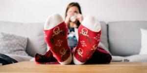 Colocar los adornos de Navidad antes de tiempo podría mejorar tu estado de ánimo si haces home office, según una psicoterapeuta