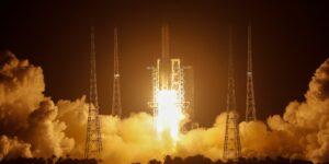 China hace el lanzamiento de la nave robot Chang'e-5 para traer muestras de la Luna y convertirse en el tercer país en tener rocas lunares