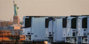 Los cuerpos de las víctimas del Covid-19 todavía están en camiones congeladores en Nueva York 8 meses después de su muerte