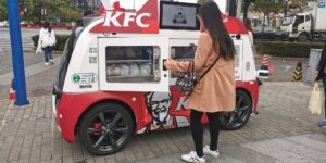 KFC vende su pollo frito en China en food trucks autónomos para evitar el contacto humano