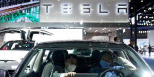 Elon Musk dice que Tesla trabaja en una batería que dure casi 1,000 kilómetros e insinúa que preparan un auto compacto para el mercado europeo