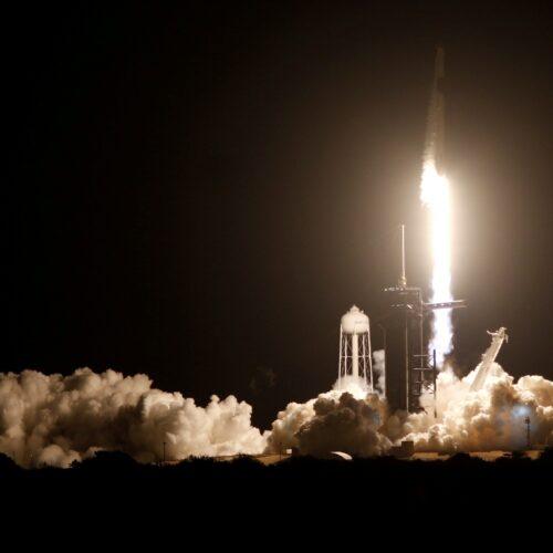 SpaceX llega al lanzamiento número 100 de su cohete Falcon 9 — pone en órbita 60 satélites Starlink
