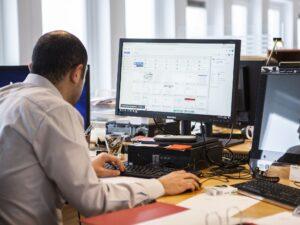 El nuevo «Productivity Score» de Microsoft permite a tu jefe rastrear cuánto usas el correo electrónico u otras aplicaciones e, incluso, si enciendes la cámara durante las reuniones