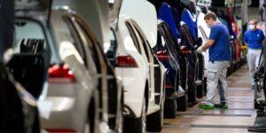 Volkswagen quiere competir con Tesla y adelanta el desarrollo de un auto eléctrico compacto más barato