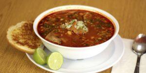 Estas son las diferencias entre el caldo, la sopa y el consomé, según una chef experta