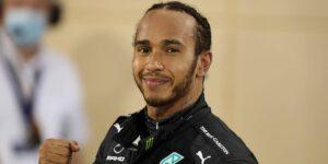 Lewis Hamilton gana el GP de Baréin tras un accidente del piloto Romain Grosjean de Haas que dejó su monoplaza partido por la mitad