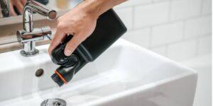 6 trucos para destapar tuberías con productos que tienes en casa