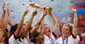 La Selección de Futbol Femenil de Estados Unidos llega a un acuerdo que le dará recursos similares a los que tiene la varonil —pero la lucha por la igualdad salarial continúa