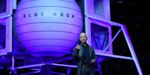 El CEO de Amazon, Jeff Bezos, dice que la tecnología de Blue Origin llevará a la primera mujer a la Luna
