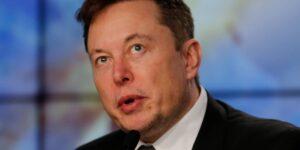 Elon Musk: «La gente siente que es dueña de su teléfono móvil, pero quizás habría que preguntarse si no es el teléfono quien realmente manda»