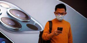 Apple dependió de robots y realidad aumentada para construir el nuevo iPhone 12 durante los primeros días de la cuarentena por coronavirus, según reportes