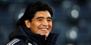 """Diego Armando Maradona dejó un contenedor lleno de """"tesoros"""" futbolísticos —y sus herederos tendrá que pelear por él"""
