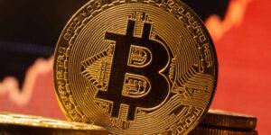 ¿Quieres invertir en Bitcoin? Primero, aquí está una guía para explicarte qué es y algunos tips para tu primera inversión