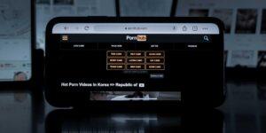 Pornhub es propiedad de un misterioso empresario, dueño de una «compleja red de filiales» que han mantenido su identidad en secreto hasta ahora, según un nuevo informe