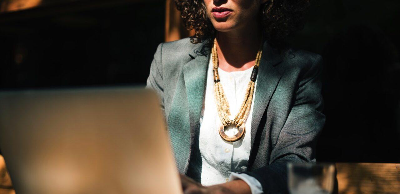 Las mujeres pueden acceder a puestos gerenciales en este sitio de trabajo