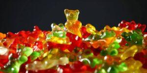 Cómo la industria vitamínica de 36,000 mdd engañó a una generación de adultos para creer que las gomitas azucaradas mejorarían su salud