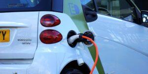 Una startup de baterías respaldada por Bill Gates y Volkswagen dice que sus celdas pueden cargarse en la mitad del tiempo que el Modelo 3 de Tesla