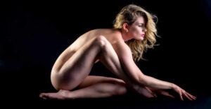 La gente está subiendo videos de 'yoga al desnudo' a YouTube, eludiendo la censura al llamar al contenido 'educativo'