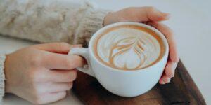 5 hábitos al beber café que están acortando tu vida, de acuerdo con la ciencia