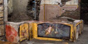 Arqueólogos descubren una antigua tienda de comida callejera en Pompeya