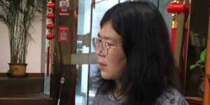 Autoridades de China condenan a 4 años de prisión a periodista que informó sobre Covid desde Wuhan