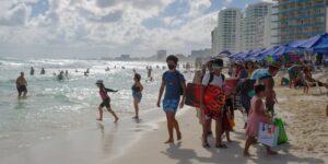 Los estadounidenses viajan a México para evitar las restricciones por el Covid-19 en su país
