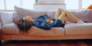 Qué alimentos debes comer cuando tienes cólicos menstruales —y cuáles hay que evitar