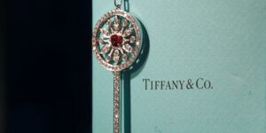 LVMH reorganiza la administración de Tiffany luego de comprarla por 15,800 millones de dólares