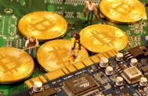 Bitcoin se desploma y surgen las dudas de si las criptomonedas son solo una burbuja o un esquema de pirámide
