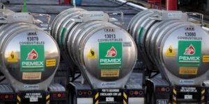 Pemex reportó 2,148 muertos por Covid-19 y la AIE advierte un impacto a la industria petrolera mundial por el ritmo de implementación de vacunas