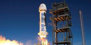Jeff Bezos y Blue Origin lanzan un cohete que podría dar paso a vuelos turísticos espaciales este año